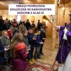 Obrzęd poświęcenia książeczek do nabożeństwa dzieciom z klas III